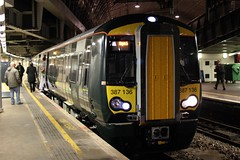 ( First ) Great Western Railway . 387136 . Paddington Station , London . Tuesday 15th-November-2016 . (AndrewHA's) Tags: london paddington station great western railway train bombardier class 387 emu electric multiple unit 387136 2s56 stopping passenger service hayesharlington commuter
