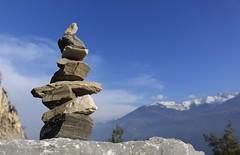 cairn en marbre (bulbocode909) Tags: valais suisse saillon lasarvaz cairns cailloux nuages montagnes nature automne bleu