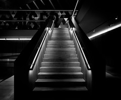 Design Museum Stairs (Mr.MinuteMan) Tags: designmuseum london knightsbridge stairs steps blackandwhite sonya6300 zeisslens zeisstouit12mm
