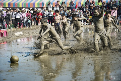 ()Mud to avoid the ball (yuanmeng_) Tags:            nantou farmland waterconservancy elderly young rurallife farmer hard fallow mud dodgeball