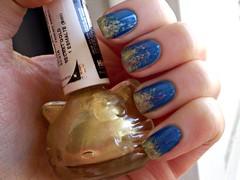 Azul Hortênsia + Secret Gold (marianamrr) Tags: hellokitty hits unhas risque esmalte esponjado azulhortensia tcideal nailpolishland secretgold