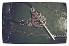 131106 Large gears and key ribbon necklace (Gemma Geluz - http://gemmageluz.etsy.com) Tags: necklace key inspired ribbon gears vignette steampunk ribbonnecklace keyplate gemmageluzdesigns flickrandroidapp:filter=none galaxys3
