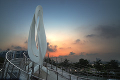 Seoul Sunset (Andrew Tan 2011) Tags: sunset sky orange white monument evening remember glow respect dusk korea curvy structure walkway seoul tribute railing curve hdr twisty undulating solemn commemorate hangangpark thepinnaclehof tphofweek240