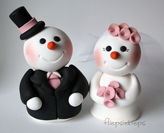 Snowman Cake Topper (fliepsiebieps_) Tags: winter wedding white snow penguin snowman funny turtle polymerclay figurines clay seal snowmen caketopper custom figurine whimsical weddingcaketopper fliepsiebieps