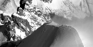 Photo montagne n&b / ski au pays des géants dans le massif du mont-blanc à 3800m