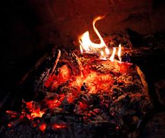 CISNE DE FUEGO / SWANS FIRE (Susana M.L.) Tags: llama fuego calor pira hogar chimenea ardor fogata brasa llar lumbre ascua canoneos550d vision:sunset=061 vision:plant=0517 vision:sky=0503 vision:outdoor=0564 vision:dark=0567