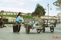 curious (Kostas Gourgiotis (Cost@s)) Tags: street people film canon gold kodak 200asa curious costs kostas av1 gourgiotis kgour