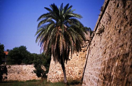 "399Zypern Famagusta Wall • <a style=""font-size:0.8em;"" href=""http://www.flickr.com/photos/69570948@N04/14208090732/"" target=""_blank"">Auf Flickr ansehen</a>"