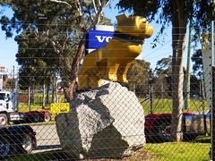 photo by secret squirrel (secret squirrel6) Tags: melbourne bulldog dog statue gold emblem tough rock
