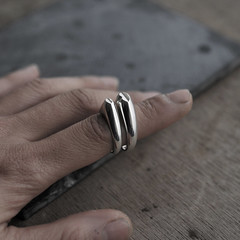 Un gros ou un Petit bisou? (MInicyn) Tags: bisous bisou bises kissring kisses rings designerjewellery designerjewelry contemporaryjewellery handcraftedrings silverrings