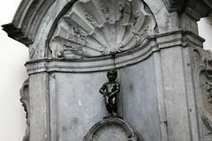 Brussels, Belgium (Amey Beth) Tags: brussels belgium peeing statue art