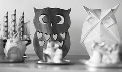 (luizaschalcher) Tags: decorao blackandwhite monochrome indoor enfeites corujas ornaments owls