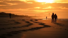 De Haan again (Drummerdelight) Tags: into sun sunlight sunlightset shillouettes peoplewatching beach seaside