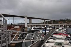 DSC_3525 Puerto de Ribadeo con el viaducto de la autovia al fondo (David Barrio Lpez) Tags: puerto harbour cantbrico mar sea adevesa ribadeo lugo galicia spain nikon d90 nikond90 davidbarriolpez davidbarrio
