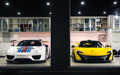 Hyper Duo. (Alex Penfold) Tags: porsche 918 martini white yellow mclaren p1 beijing supercars supercar super car cars autos hyper hypercar hypercars alex penfold china 2016