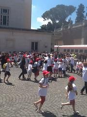 I bambini in piazza Vaticana (Ferrovie dello Stato Italiane) Tags: bambini vaticano papa stazione treno trenitalia treni ferrovie frecciargento