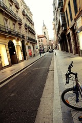 Straight through the alley pt. II (catarinae) Tags: street city espaa bike spain tour valladolid