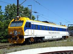 new track inspection vehicle (sth475) Tags: railroad train spring sydney railway nsw inspectioncar inspectionvehicle mermec roger800 mtpv1