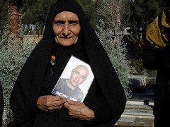 ستار بهشتی اگر گمنام نبود، زنده بود؟ http://bit.ly/1iynlPK «به مادرت بگو به زودی رخت سیاه باید بپوشد، دهان گشادت را نمیبندی. میگویم کاری انجام نمیدهم که لازم به بستن دهانم باشد میگویند وراجی زیاد میکنی، میگویم چیزی که میبینم ومی شنوم را مینویسم، م (Free Shabnam Madadzadeh) Tags: green love poster photo iran empty seat political pic ایران campaign arman sabz سبز سیاسی صندلی خالی زندانی کمپین zendani کبک jonbesh kabk22 آگاه