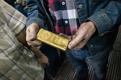 Goldbarren (Thomas Barothy) Tags: turkey gold istanbul trkei workshop werkstatt goldbarren