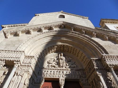 dimension église saint trophime d arles