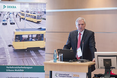 Clemens Klinke presenting the new DEKRA Road Safety Report
