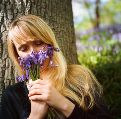 Stef - Bluebell woods, Surrey (RoryO'Bryen) Tags: stef bluebells woods surrey hasselbladandplanar portrait retrato woman film fuji slidefilm portra400x roryobryen copyrightroryobryen 120mm stefconner musician música tlr35 rolleiflex formatomedio