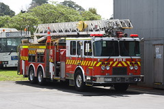 WQ 8319 (ambodavenz) Tags: spartan charger lowes fire appliance turntable ladder lti auckland relief new zealand service