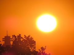 00731935 Sunrise (golli43) Tags: neighbours nachbarn himmel heaven wolken streets homesweethome sunrise sunset streetlive spaziergnge regen rain sun sonne katzen september mond wetter fahrstuhlberholung wartung schindler