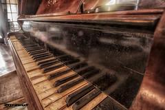Chateau SC (Aqua Libra) Tags: urbex urbanexploring belgium benelux piano music old abandoned decay aqualibra dust