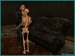 Il ne reste que les os :-( (Tim Deschanel) Tags: tim deschanel sl secondlife falcon cliff enchanted isle histoire story mort death halloween squelette popcorn skeleton