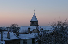 Clocher enneig (FontenaySousBois) Tags: glise neige paysage fontenay fontenaysousbois toits contraste clocher lumire snow church 94120 banlieue regionparisienne iledefrance chemine 94 valdemarne