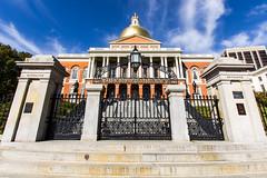 Massachusetts State House (cantilevers) Tags: boston massachusettsstatehouse freedomtrail