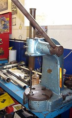 cutting keyway (Steve Strong 100) Tags: keyway broaching tool arbour press