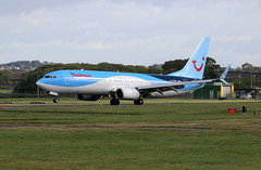 G-FDZT landing. (aitch tee) Tags: cardiffairport aircraft airliner thomson b737800 landing gfdzt cwlegff maesawyrcaerdydd walesuk