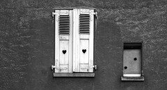 Hearts (michel1276) Tags: 7dwf fenster window einfarbig marode abandoned verlassen
