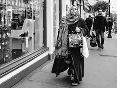 . (alb.montagna) Tags: street streetphotography streetportrait people portrait persone london bw blackandwhite monochrome monochromeworld zuiko olympus penf