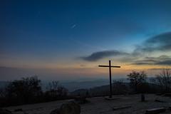 Monte Scherbelino II (thomasmayer382) Tags: 0711 stuttgart montescherbelino birkenkopf badenwürttemberg deutschland germany goldenestunde goldenhour sunrise blue blau kreuz sonyalpha a7 sigma24mm commlite