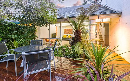 10 Maclachlan Street, Holder ACT 2611