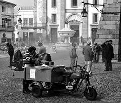 Vendedora de castanhas!! (puri_) Tags: vendedora castanhas veiculo assador fumo largo convivio esplanada casas picmonkey