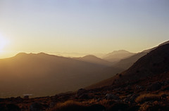 schick essen gehen IV (fluffisch) Tags: crete south fluffisch leica m6 summicron 50mm summicronm50f20 slide dia fuji sensia100 nida plateau ida mountains