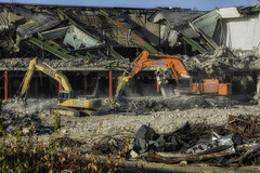 CrestWoodMallDemolition_SAF7456-1 (sara97) Tags: constructionequipment copyright©2016saraannefinke crestwoodmall demolition heavyequipment missouri outdoors photobysaraannefinke saintlouis