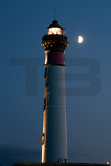 France - Normandie - Calvados - Ouistreham (Thierry B) Tags: lighthouse france vertical night geotagged frankreich europa europe exterior photos nacht outdoor dr bynight normandie geotag fr normandy extrieur phare nocturne calvados westerneurope verticale    ouistreham geolocation  photographies 2011  bassenormandie verticales  europedelouest noctambule    photosnocturnes gotagg thierrybeauvir beauvir wwwbeauvircom droitsrservs extrieur photothierrybeauvir 20110806 st0000 normandycalvados