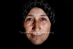 My last story about The syrian refugees in Iraki Kurdistan is online (C.Stramba-Badiali) Tags: portrait soleil noir jour portraiture asie unhcr numerique ete regard irak obscur syrien musulman chaleur faceaface moyenorient viequotidienne 1personne souriant kurdes horizontale photocouleur refugie campderefugies domiz femmevoilee tentehabitatdesecours femmede40a60ans femmeagemoyen