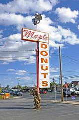 Vintage Americana! (damonabnormal) Tags: york sign countryside october fuji pennsylvania roadtrip pa american 1950s donut signage ontheroad yorkpa mapledonuts 2013 fujix100
