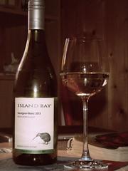 Kiwi Wine (cangaroojack) Tags: new newzealand white glass island bay bottle wine zealand kiwi marlborough blanc flasche glas neuseeland wein islandbay sauvignon weinflasche weinglas 2013 weiswein neuseeländischer