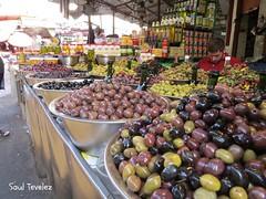 Aceitunas - Olives (Saul Tevelez) Tags: city people black verde green tourism israel telaviv gente market negro ciudad mercado olives carmel turismo aceitunas shuk canonpowershotsx50hs saultevelez