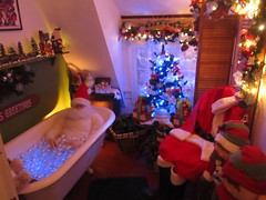 Santa takes his Bubble Bath (US Rt 40) Tags: santa oregon bath bubblebath or christmaslights bathtub santaclause holidaylights shoreacresstatepark shoreacres charlestonor