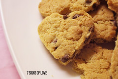 Cookie Heart   10 Feb 2014   7 Signs of Love #Pictured365 (iChazzer) Tags: love table baking cookie heart plate valentine potd biscuit bake valentinesday stvalentinesday project365 cookieheart 7signs 7signsoflove pictured365 ichazzerphotography 2014inphotos