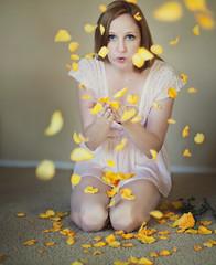 Day 48: yellow-roses-are-my-favorite (GodsEmerald) Tags: 365 365days theresamcmanus 3652014 theresadonahue